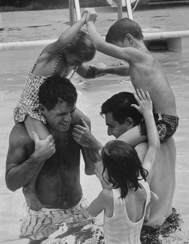 Fotos de piscinas vintage piscinas desmontables for Piscina kennedy
