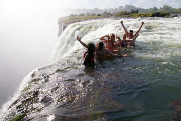 Las mejores piscinas naturales del mundo for Piscina del diablo en zambia