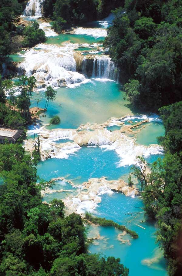 Las mejores piscinas naturales del mundo for Cascadas artificiales de agua para piscinas